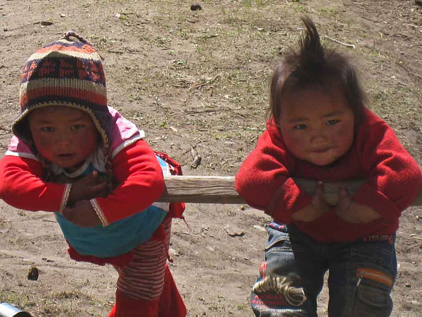 Cute kids on the way to Letdar